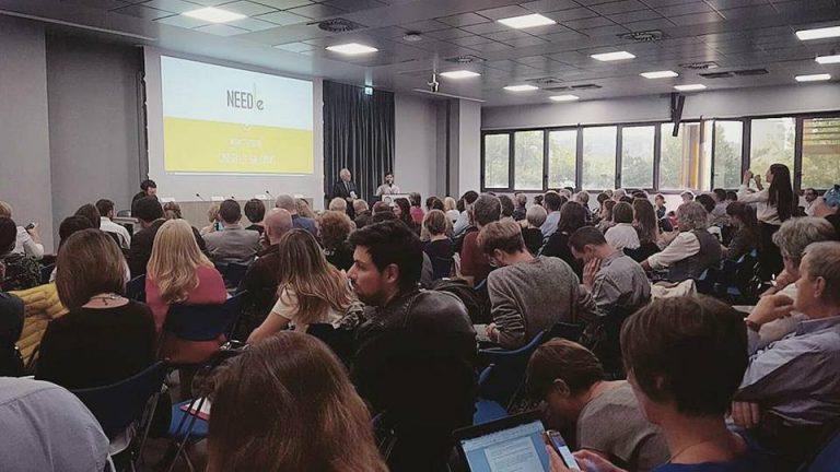 Gregorio Arena di Labsus e Matteo Pettinaroli di Needle introducono il progetto a Cinisello Balsamo